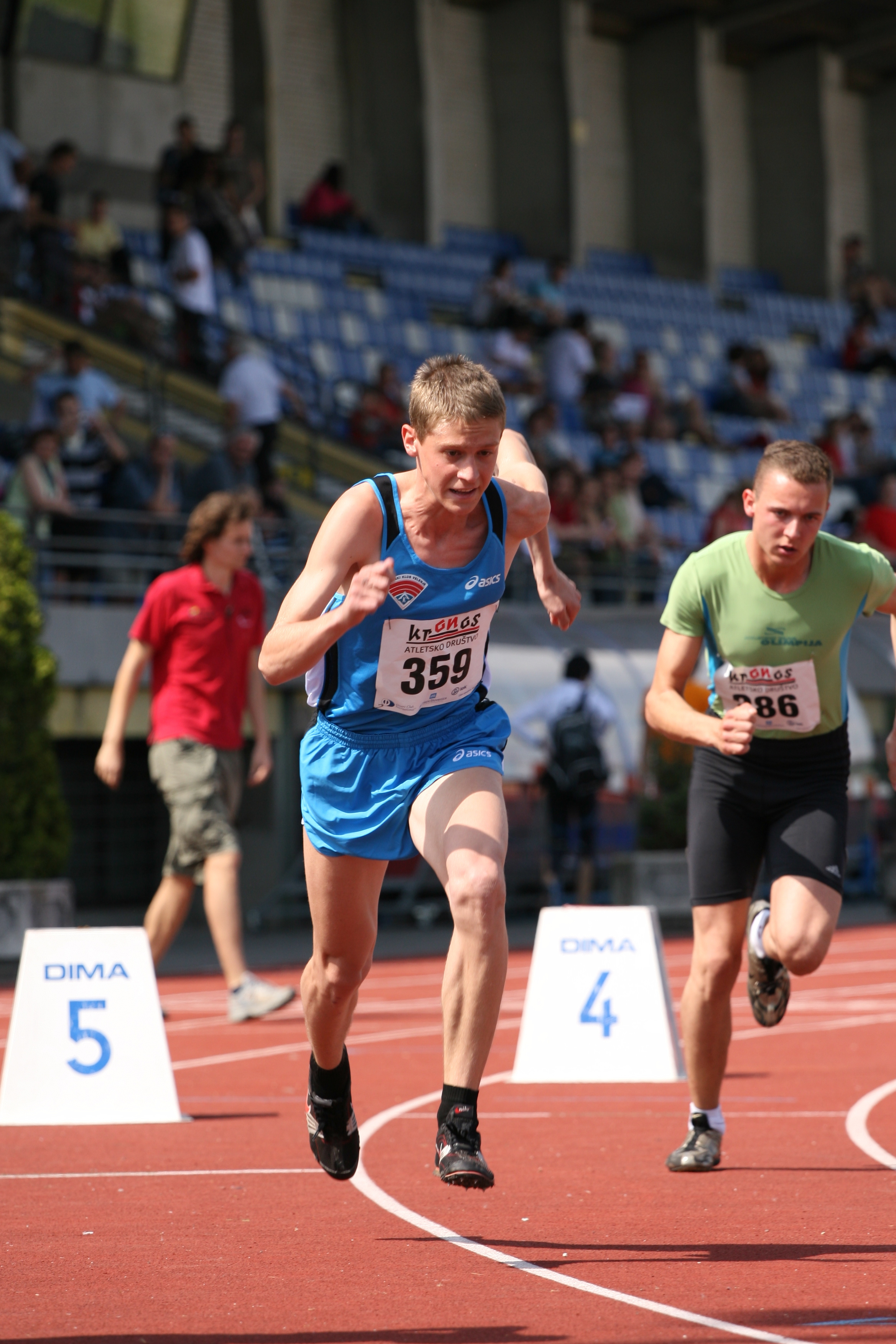 Me at 800m race start in 2009